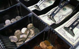 Реальные деньги против виртуальных: биткоин пока отстаёт