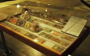 виртуальная валюта и бумажные деньги